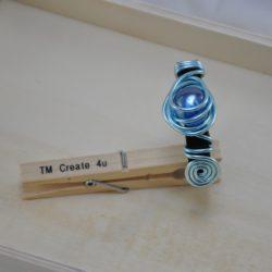 Lederarmband mit Aludraht (blau) und Stein (blau)